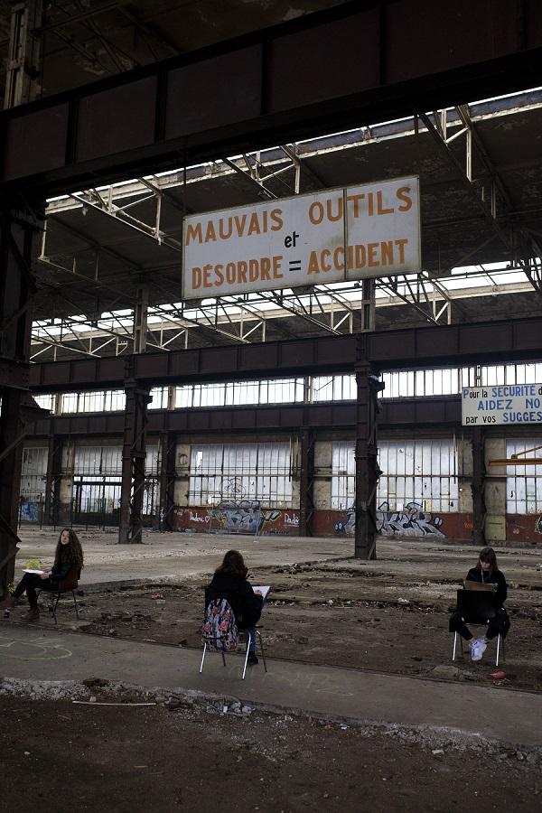 Ancien atelier locotracteur à Rombas, visité par des lycéens. Crédits photo : Laura Wojcik