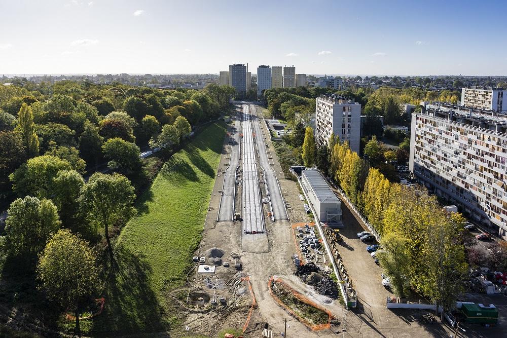 A Clichy-sous-Bois, le tramway T4, qui desservira toute la ville, est vivement attendu. Mais tout comme la future ligne 16 du métro, il est encore loin d'être achevé. Crédits photo : Philippe Stroppa