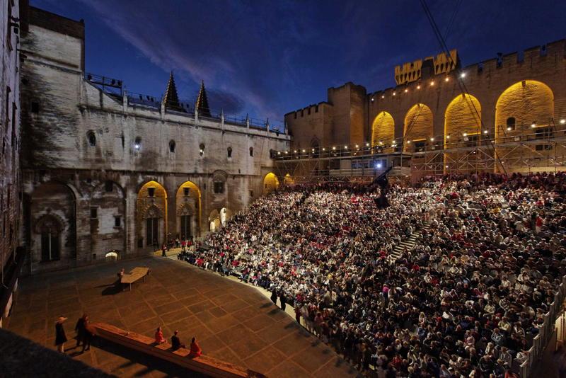 La cour d'honneur du Palais des papes, Avignon. (Crédits photo : Christophe Raynaud de Lage / Festival d'Avignon)