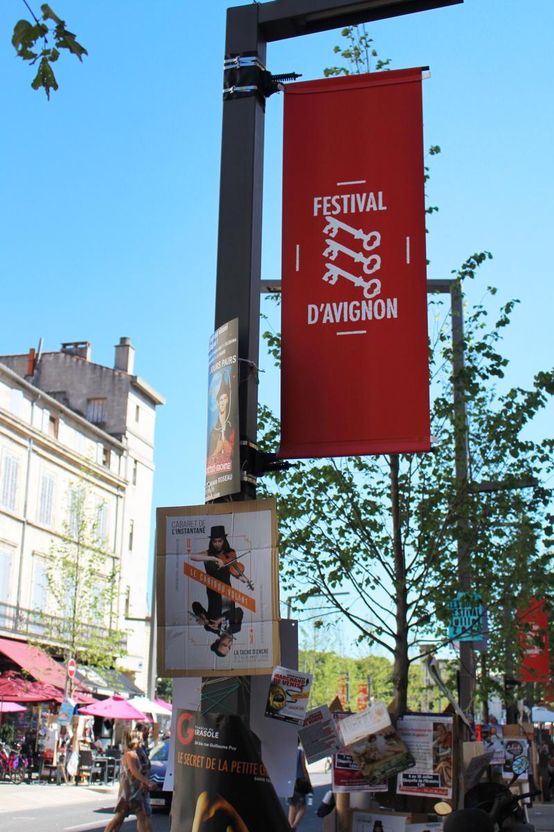 L'ambiance du Festival d'Avignon gagne, chaque année, toute la ville. (Crédits photo : Manon Flouret)