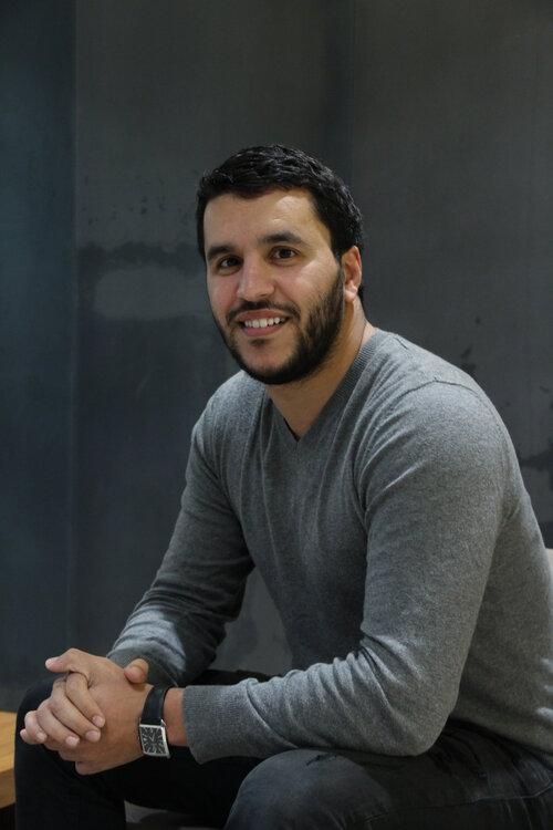 Khalid El Guitti dans les locaux de sa start-up Paramedic. (Crédits : Maïna Marjany)