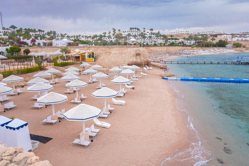 Le secteur du tourisme est particulièrement impacté par la crise sur le continent africain. Ici, une plage vide à Charm el-Cheikh en Égypte, le 11 mars 2020 (Crédits photo: Maximumm/ Shutterstock)