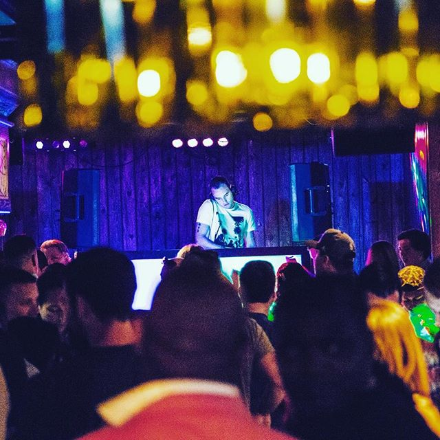 Or only are we serving up Fresh Softshell Crab, but we have @djalexlambrino shutting the party down tonight at 9:30! #hottunavb #shoredrivevb #locallove #dance