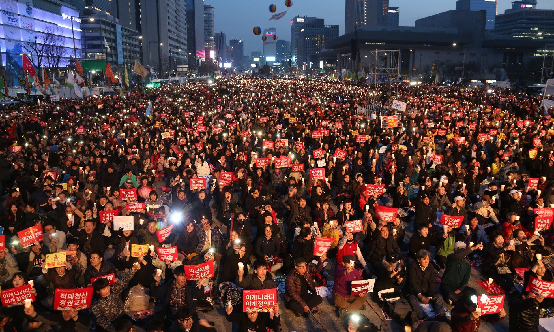 A candlelit rally in Seoul celebrates the ousting of President Park Geun-hye. || Barcroft Images