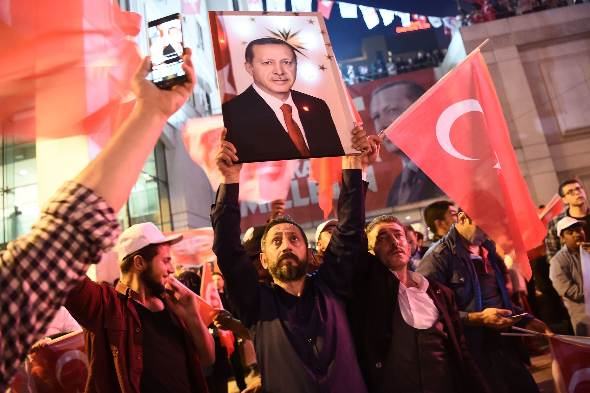 Supporters of President Recep Tayyip Erdoğan gather at a rally to campaign for the 'yes' vote in the recent Turkish referendum. || Ozan Kose/Agence France-Presse, Getty Images