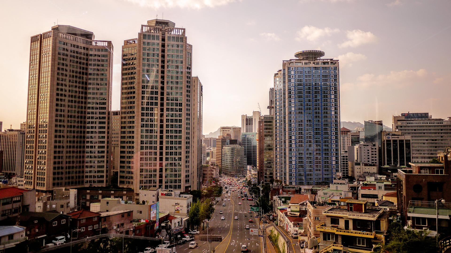 Seoul skyline.    Emile-Victor Portenart, Unsplash