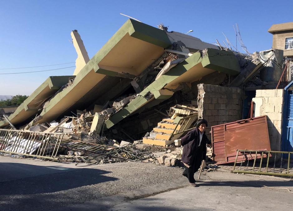 Post-earthquake rubble in the city of Darbandikhan, Iraq. || Ako Rasheed, Reuters.