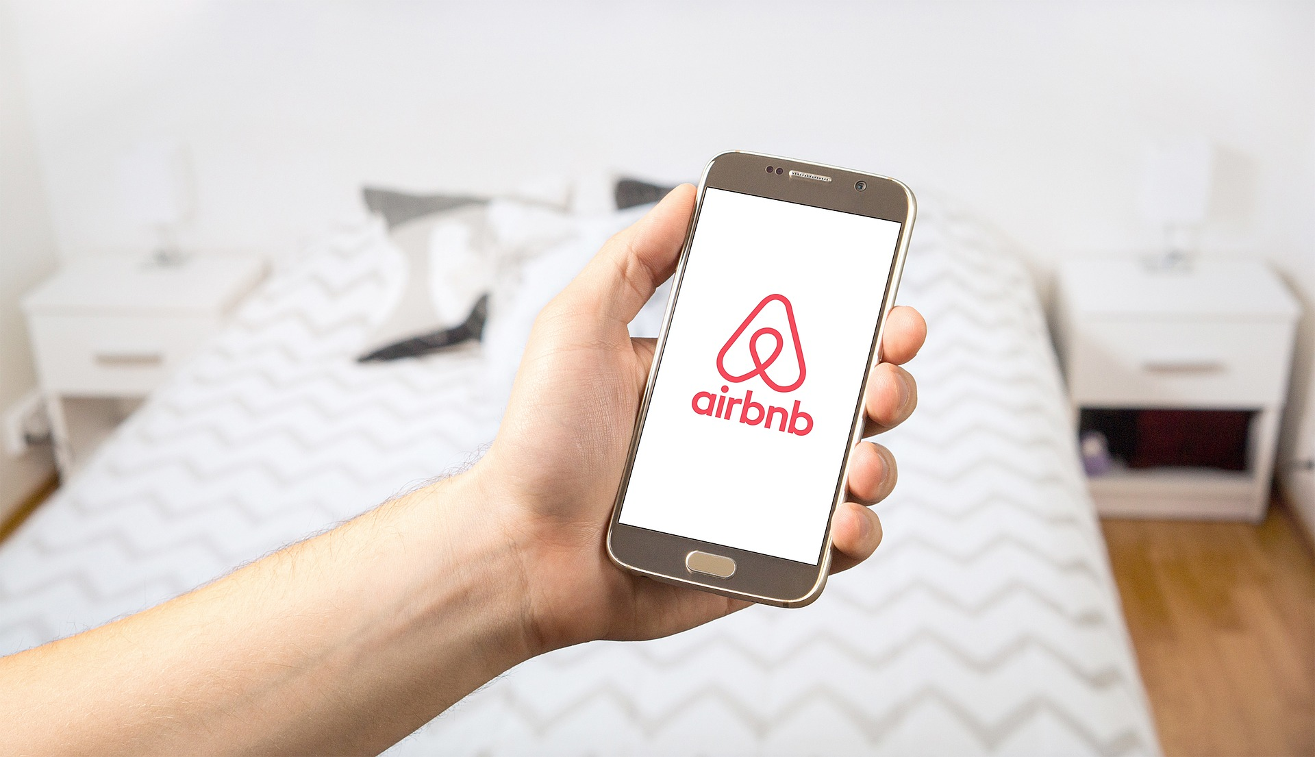 Nowadays we see the widespread use of service applications such as Airbnb- Pixabay