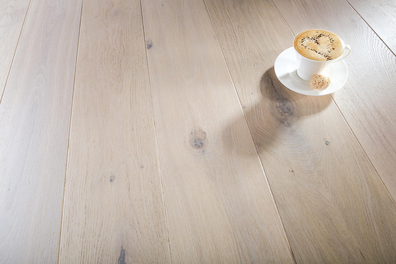BREDT:Nordmenn foretrekker brede gulvbord der naturens egne merker og ujevnheter setter et personlig preg på gulvet.