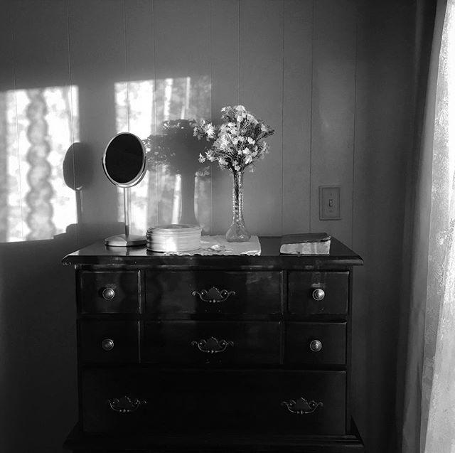 Production Designer: @emilyrbateman . . . . . #grayscale #shortfilm #indiefilm #film #blackandwhite #photography #actor #landscape #desert #1960s #1960sfashion #cinematography #flowers #motel #sunset #bw #vintage #productiondesign