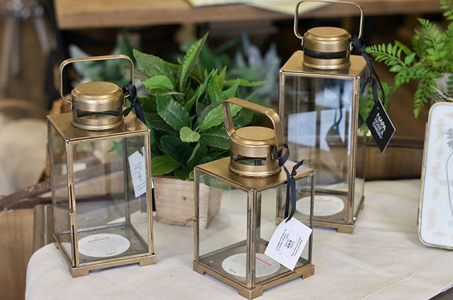 We love that brass is a thing again! Although it has taken on a modern feel, it definitely has vintage roots and we love that. If brass is your thing, come check out the various accessories we have this season! 🖼⚱️ • • • • • • #BoxwoodHomeandGift #myboxwoodhome #brassdecor #brass #homedecor #houstonboutiques #houston #kingwood #atascocita #humbletx #decorating #homeaccessories #springtime #springdecor