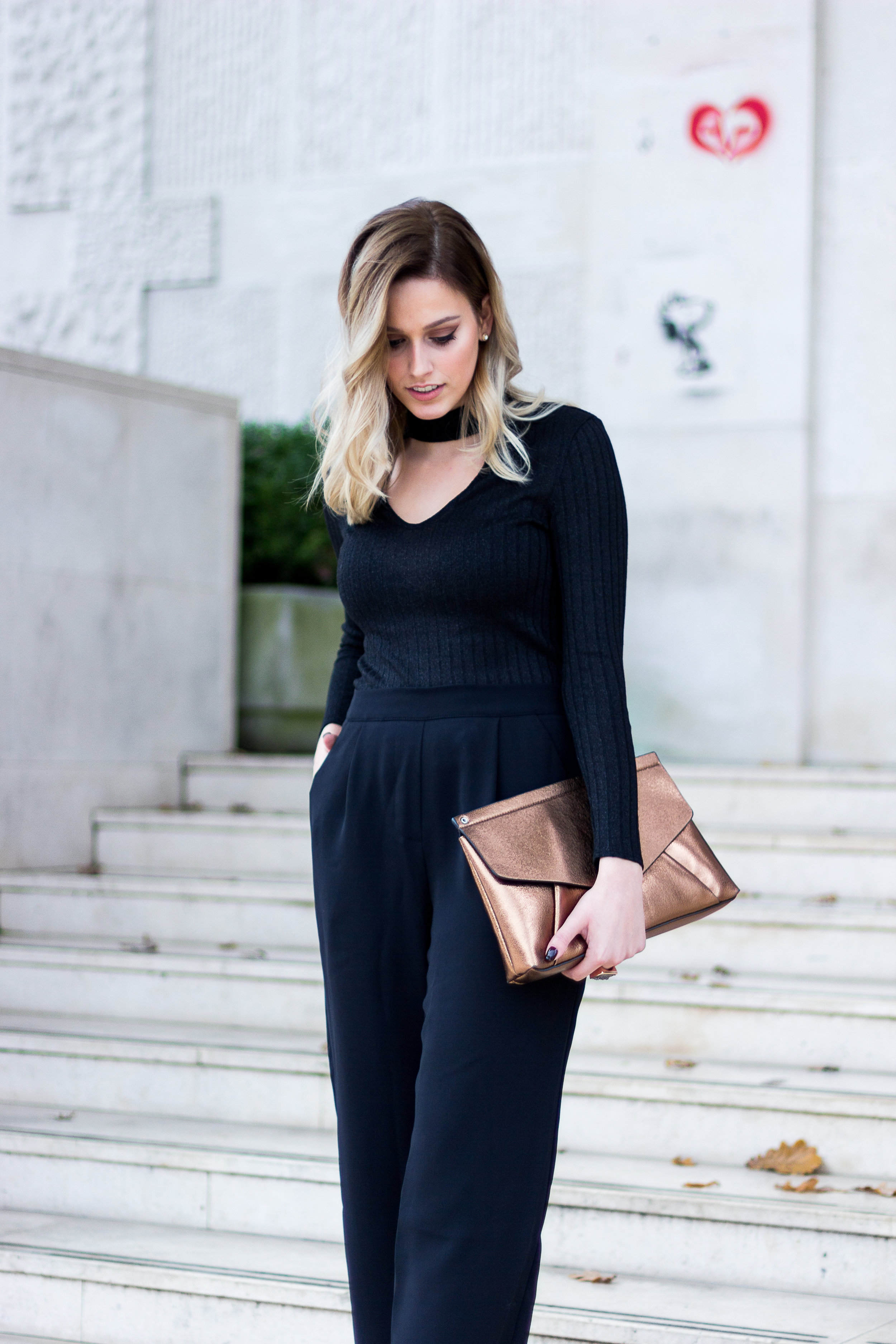 black outfit mainstream chic