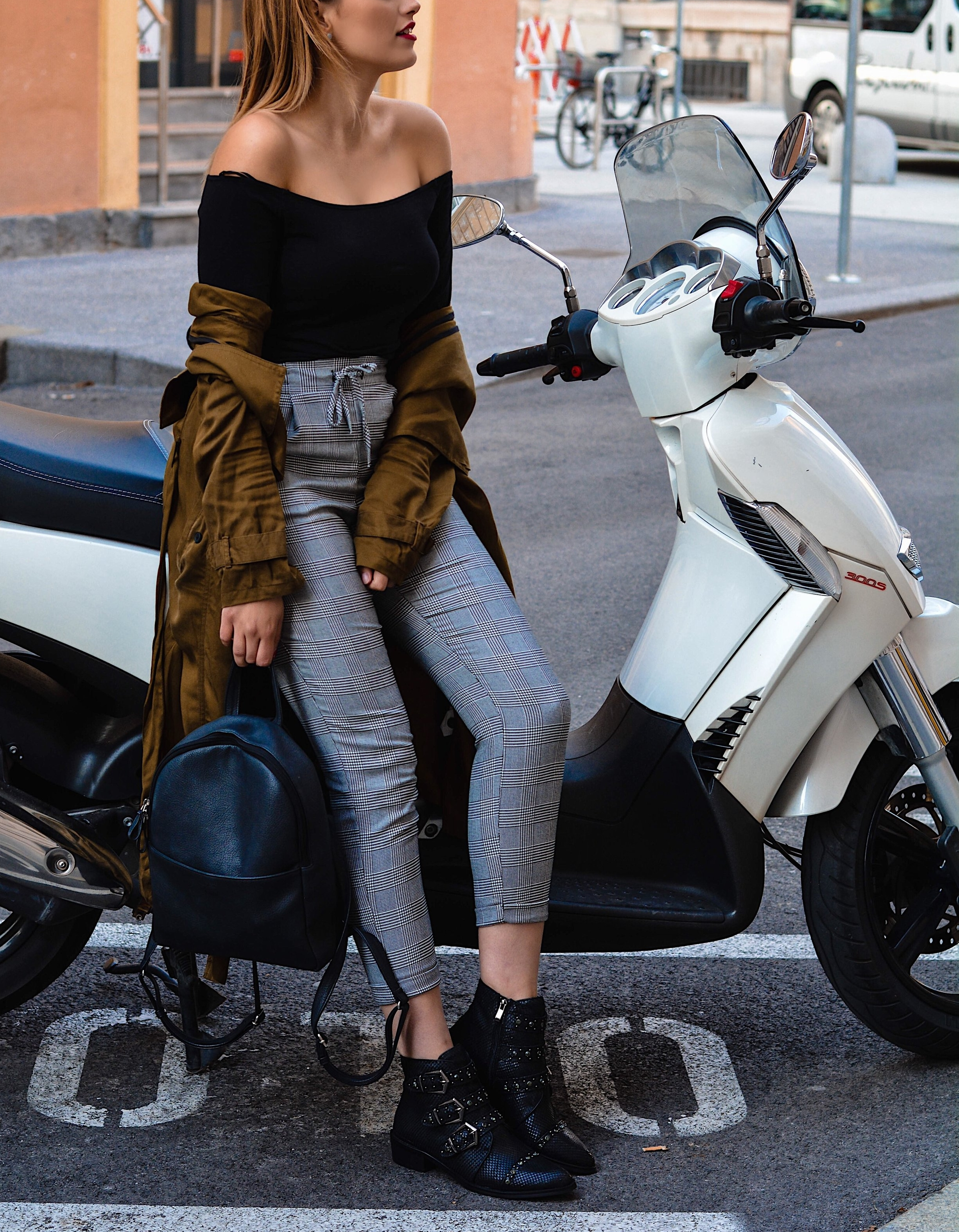mainstream chic mass outfit