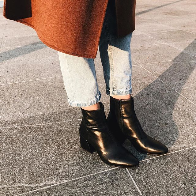 """""""It all begins and ends in your mind. What you give power to has power over you."""" — Leon Brown  #shoes #streetstyle #fashionblogger #quotestagram"""