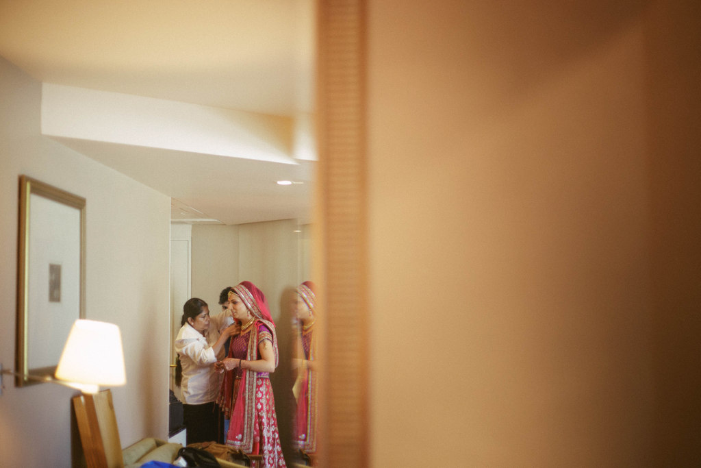 hindu-wedding-mumbai-into-candid-photography-dk-06.jpg