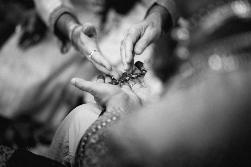 hindu-wedding-mumbai-into-candid-photography-dk-25.jpg