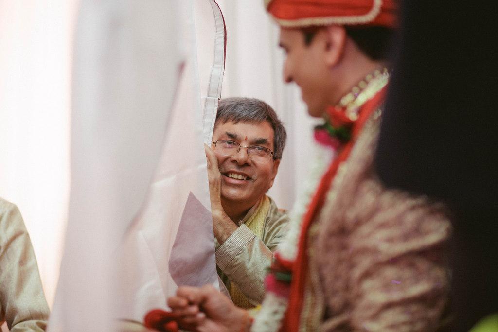 hindu-wedding-mumbai-into-candid-photography-dk-26.jpg