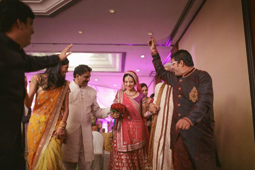 hindu-wedding-mumbai-into-candid-photography-dk-28.jpg