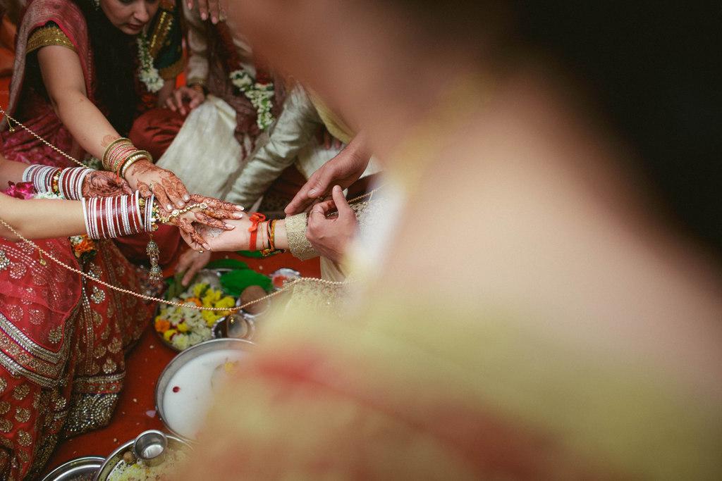 hindu-wedding-mumbai-into-candid-photography-dk-33.jpg