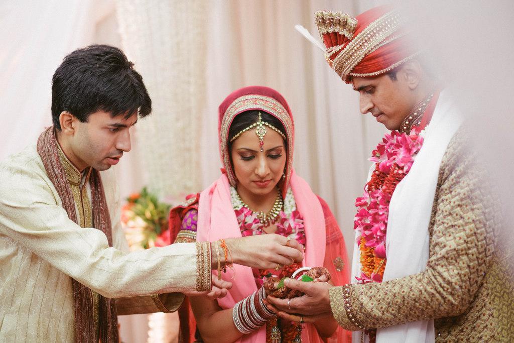 hindu-wedding-mumbai-into-candid-photography-dk-36.jpg