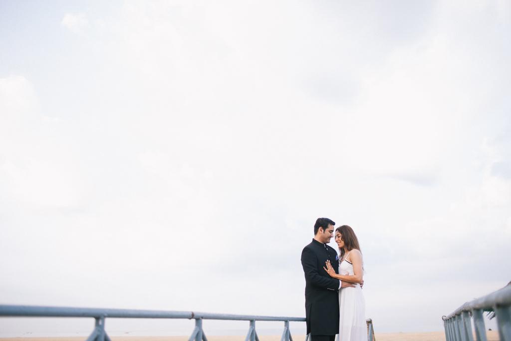 goa-beach-pre-wedding-couple-session-into-candid-photography-mk-02.jpg