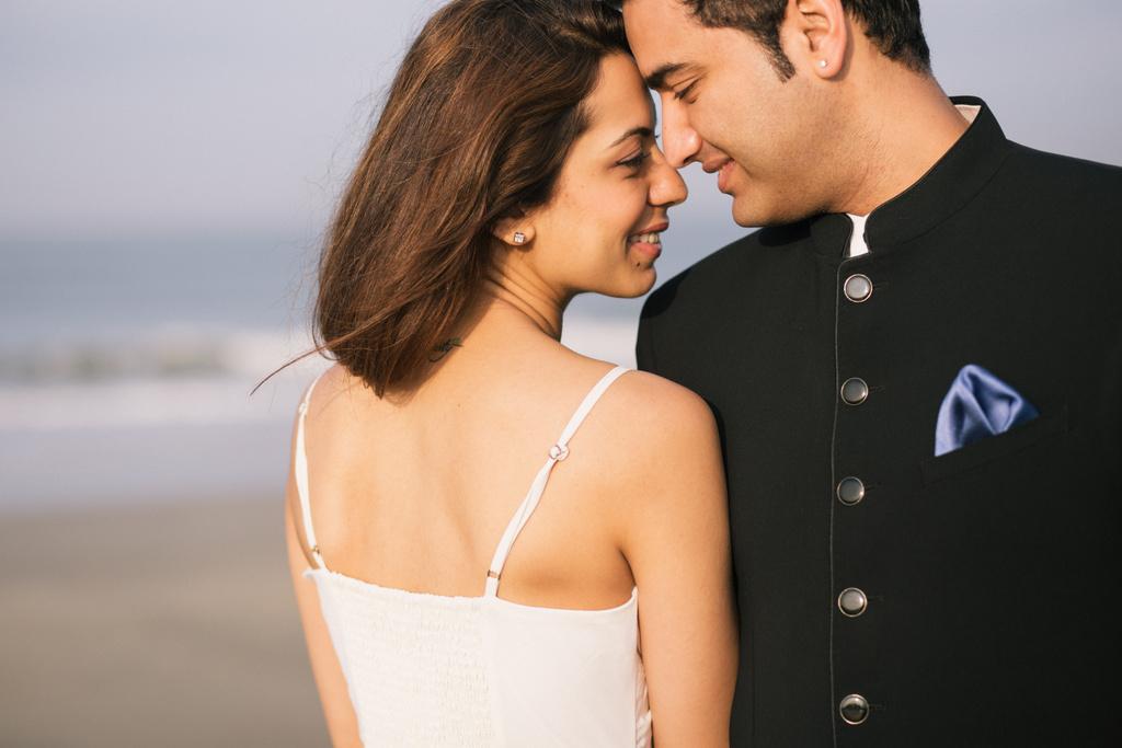 goa-beach-pre-wedding-couple-session-into-candid-photography-mk-12.jpg