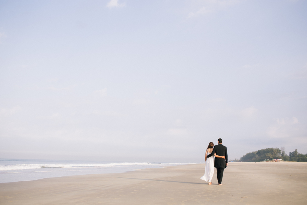 goa-beach-pre-wedding-couple-session-into-candid-photography-mk-16.jpg