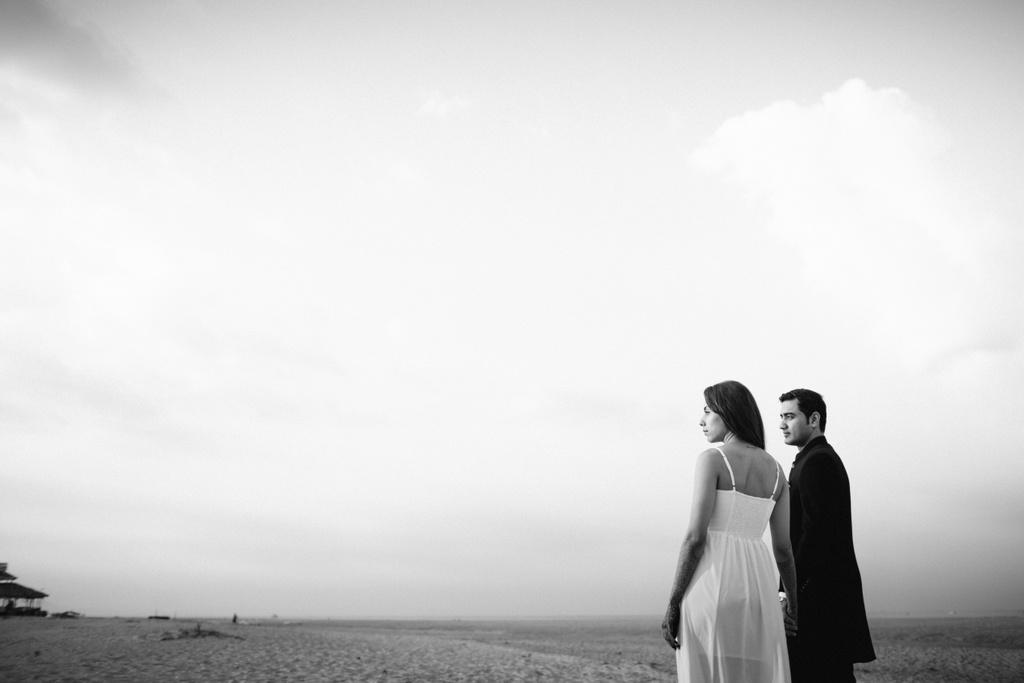 goa-beach-pre-wedding-couple-session-into-candid-photography-mk-031.jpg