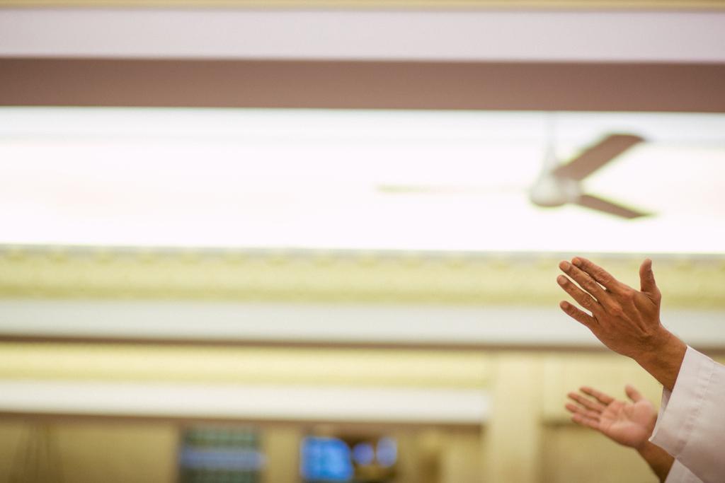 church-wedding-mumbai-into-candid-photography-541.jpg