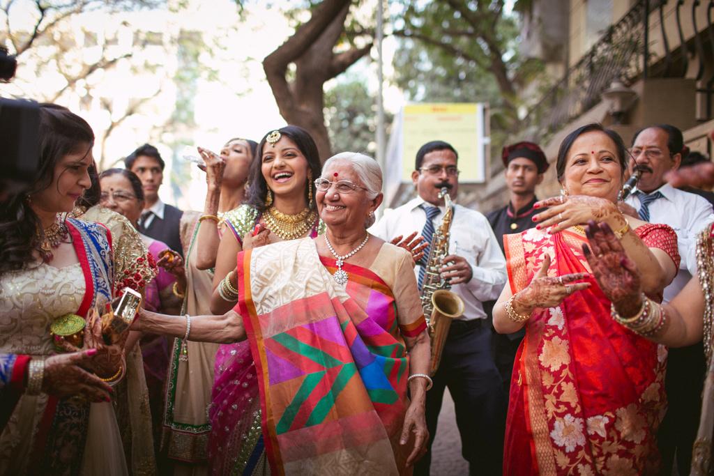 into-candid-photography-hindu-wedding-mumbai-ks-14.jpg