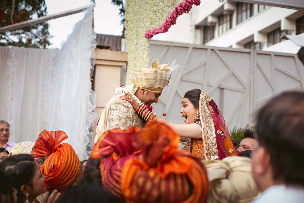 into-candid-photography-hindu-wedding-mumbai-ks-19.jpg