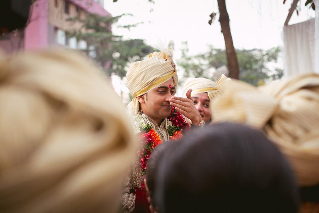 into-candid-photography-hindu-wedding-mumbai-ks-21.jpg