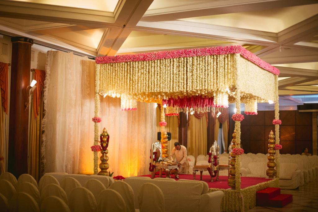 into-candid-photography-hindu-wedding-mumbai-ks-24.jpg