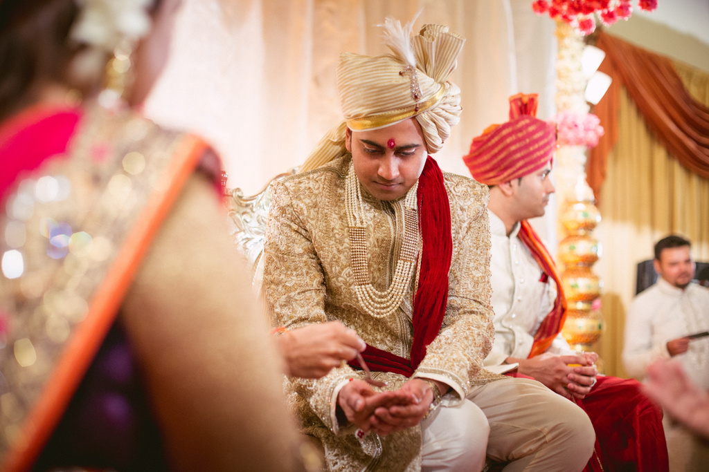 into-candid-photography-hindu-wedding-mumbai-ks-26.jpg