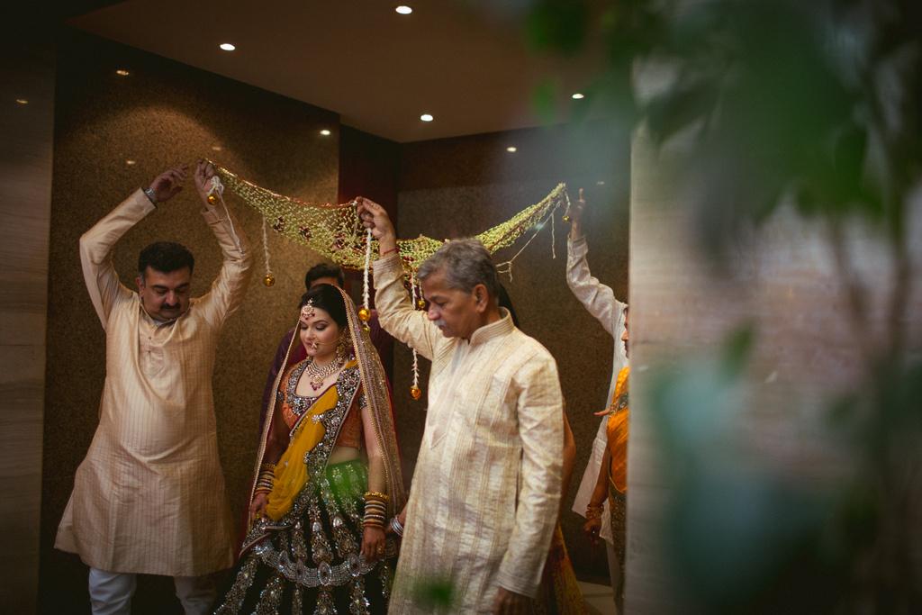 into-candid-photography-hindu-wedding-mumbai-ks-30.jpg