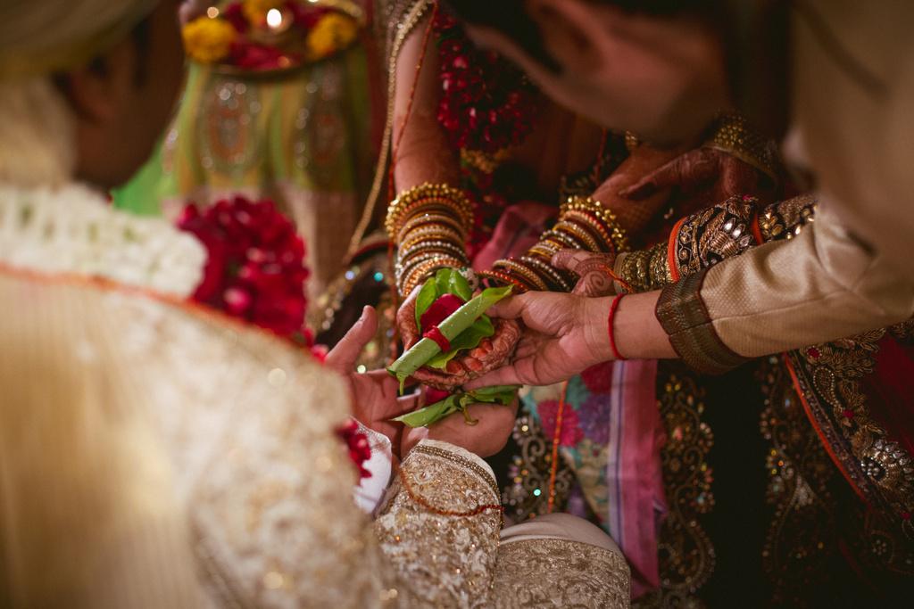 into-candid-photography-hindu-wedding-mumbai-ks-36.jpg