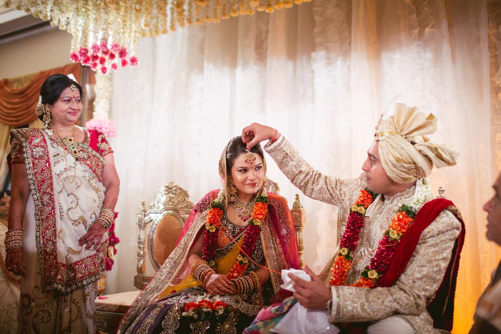 into-candid-photography-hindu-wedding-mumbai-ks-41.jpg