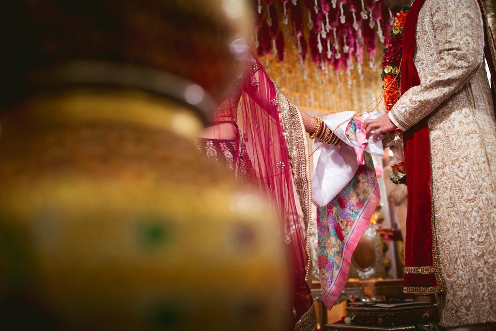into-candid-photography-hindu-wedding-mumbai-ks-39.jpg
