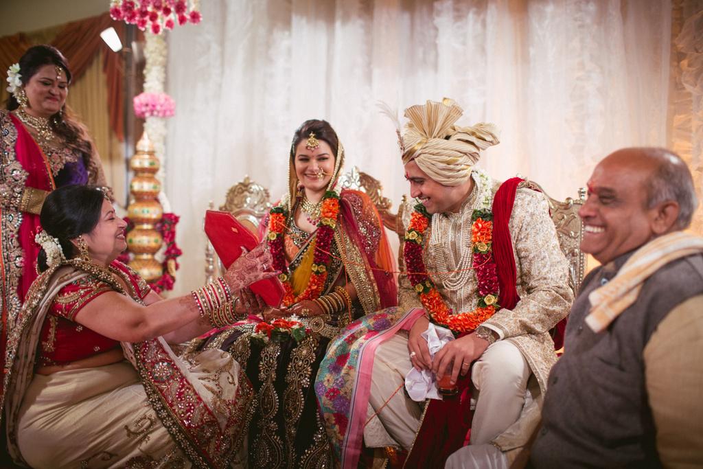 into-candid-photography-hindu-wedding-mumbai-ks-40.jpg
