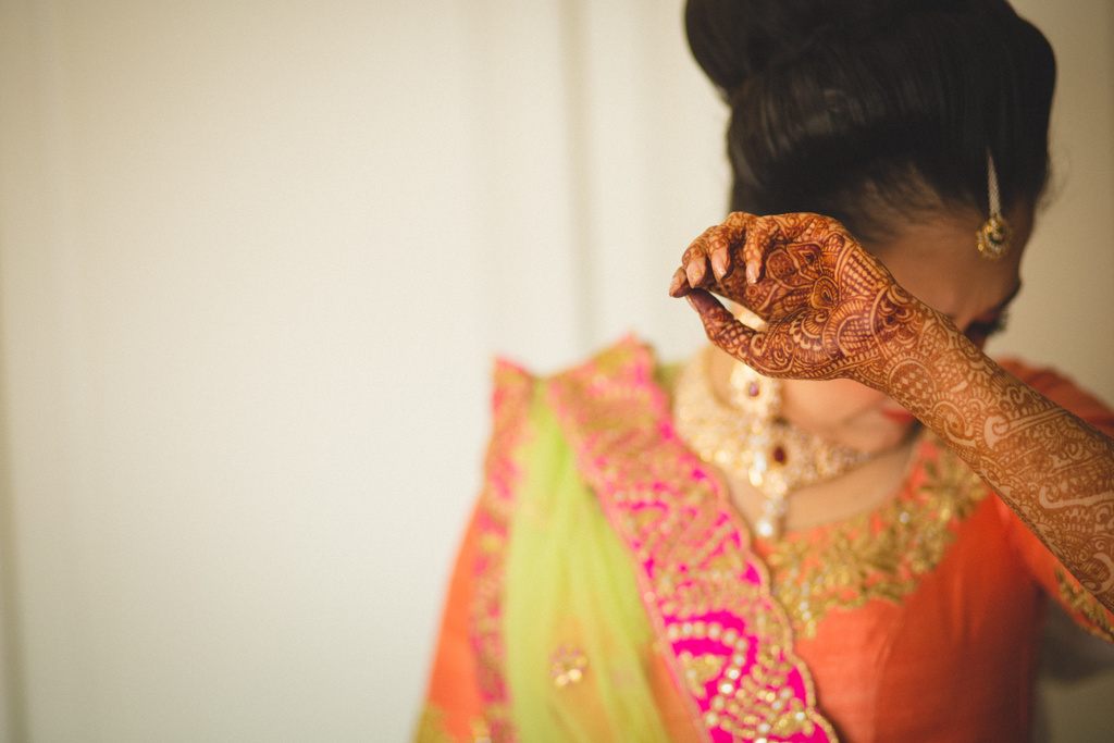 destination-wedding-photography-dubai-into-candid-gurudwara-rv-018.jpg