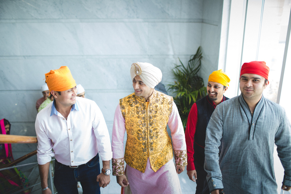 destination-wedding-photography-dubai-into-candid-gurudwara-rv-035.jpg