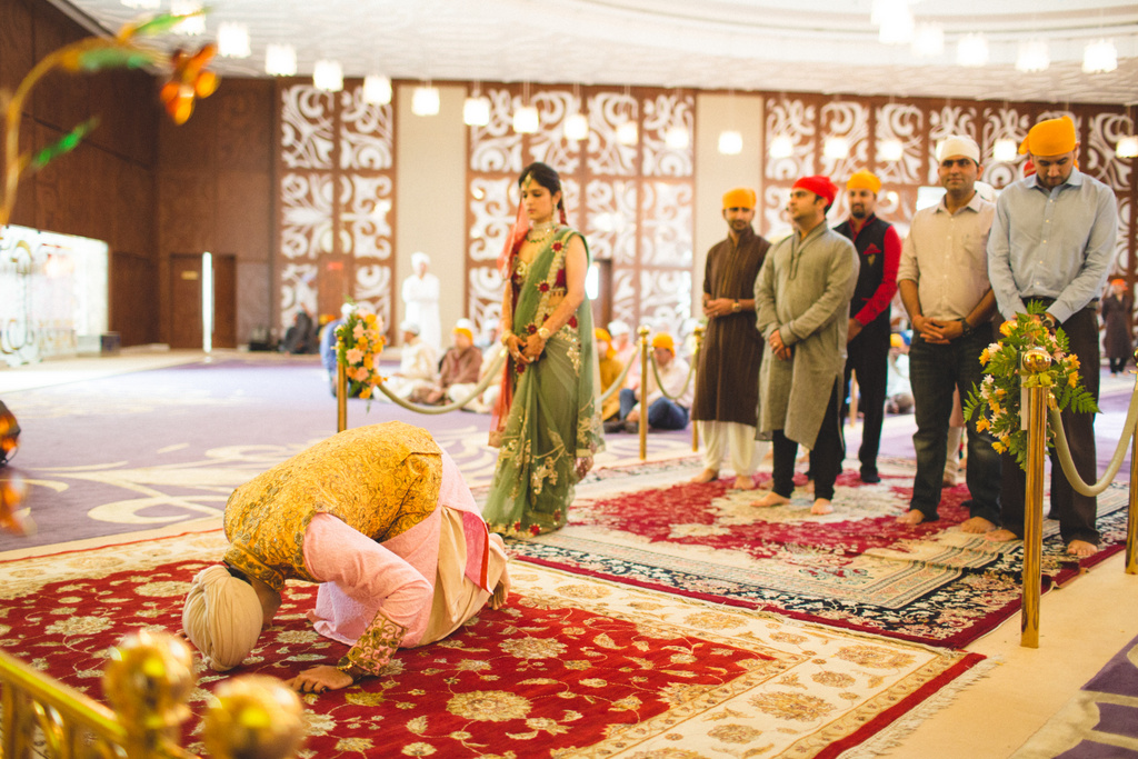 destination-wedding-photography-dubai-into-candid-gurudwara-rv-037.jpg