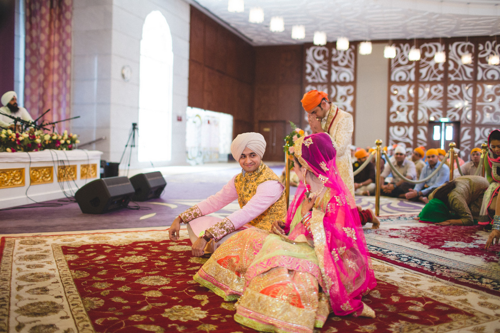 destination-wedding-photography-dubai-into-candid-gurudwara-rv-041.jpg