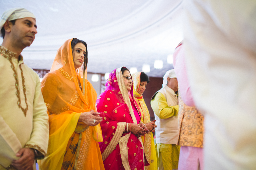 destination-wedding-photography-dubai-into-candid-gurudwara-rv-043.jpg