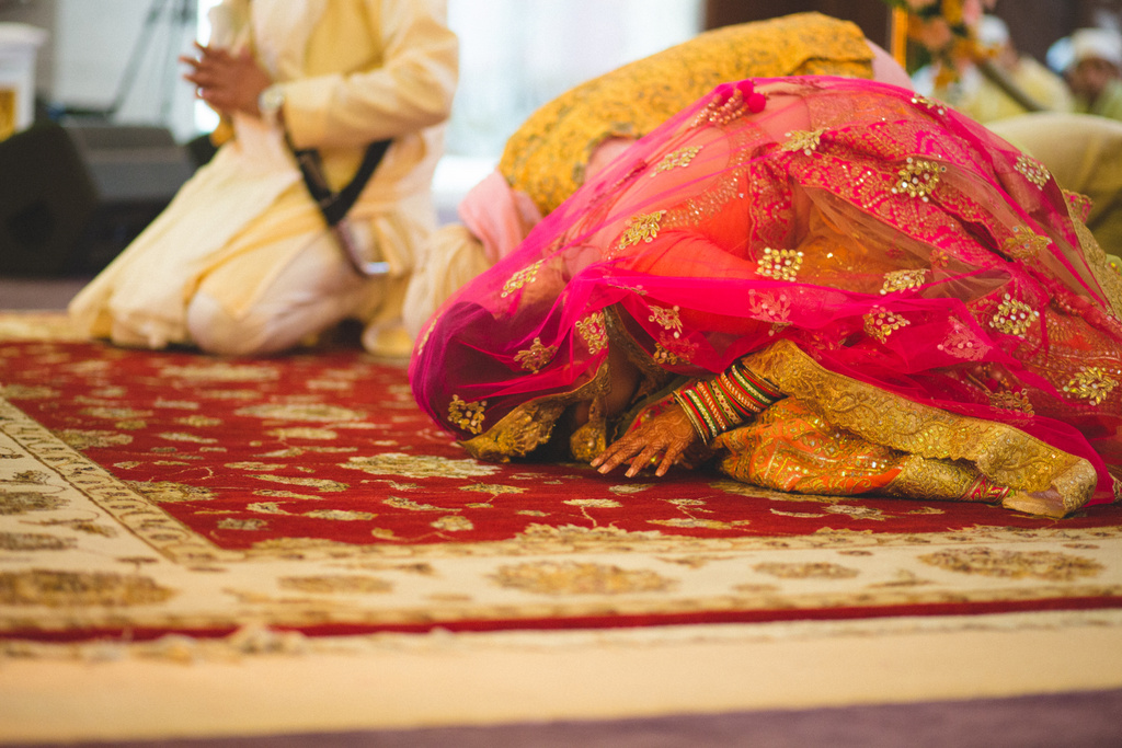 destination-wedding-photography-dubai-into-candid-gurudwara-rv-045.jpg