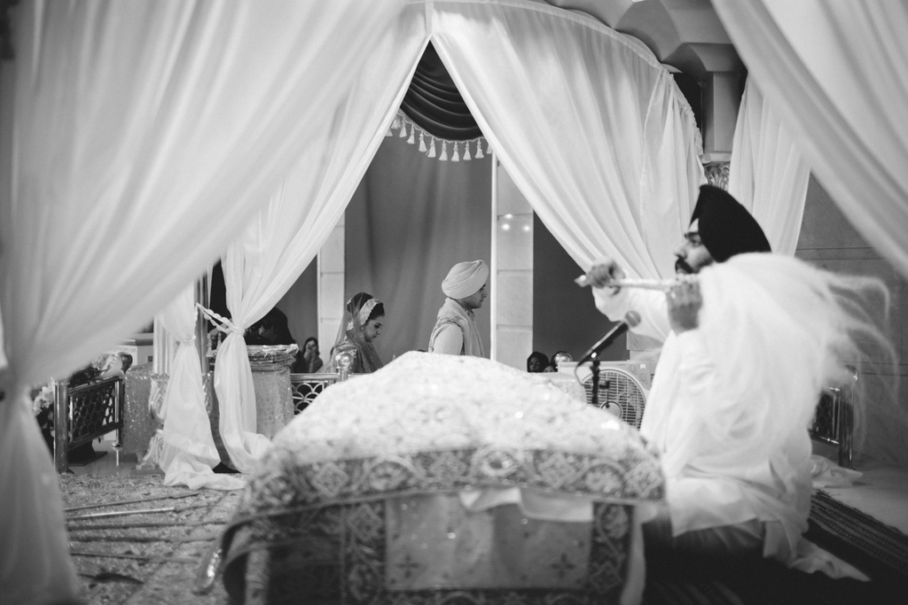 destination-wedding-photography-dubai-into-candid-gurudwara-rv-051.jpg