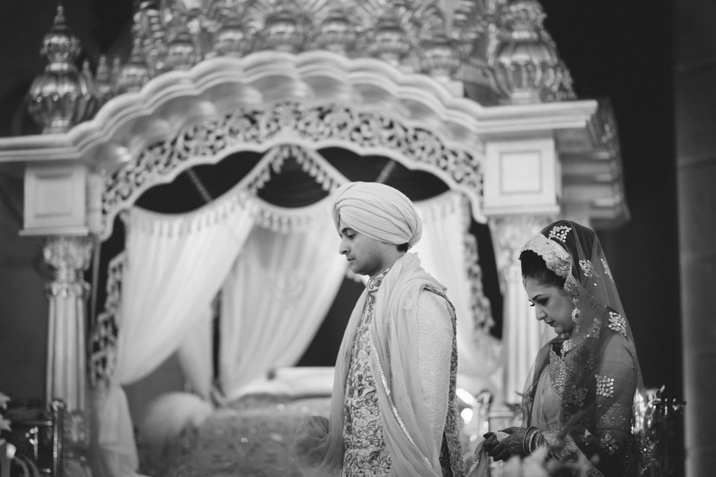 destination-wedding-photography-dubai-into-candid-gurudwara-rv-052.jpg