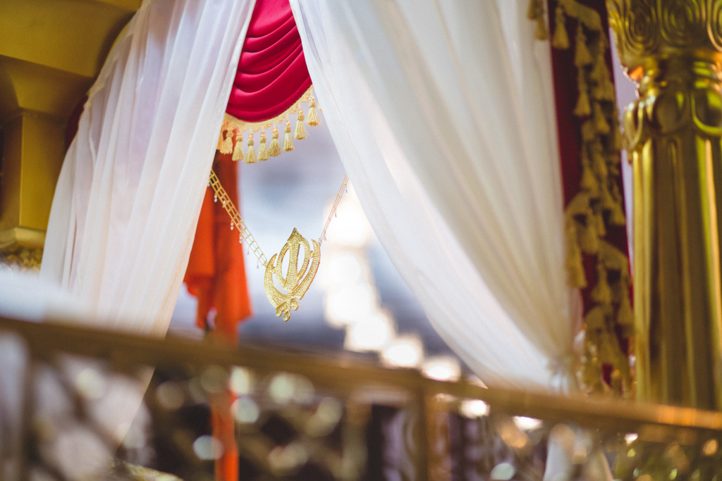 destination-wedding-photography-dubai-into-candid-gurudwara-rv-053.jpg