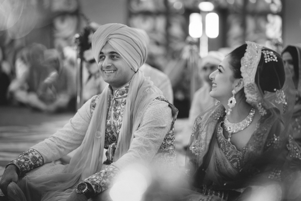 destination-wedding-photography-dubai-into-candid-gurudwara-rv-054.jpg