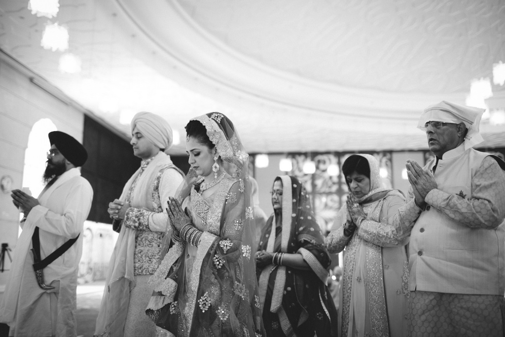 destination-wedding-photography-dubai-into-candid-gurudwara-rv-046.jpg